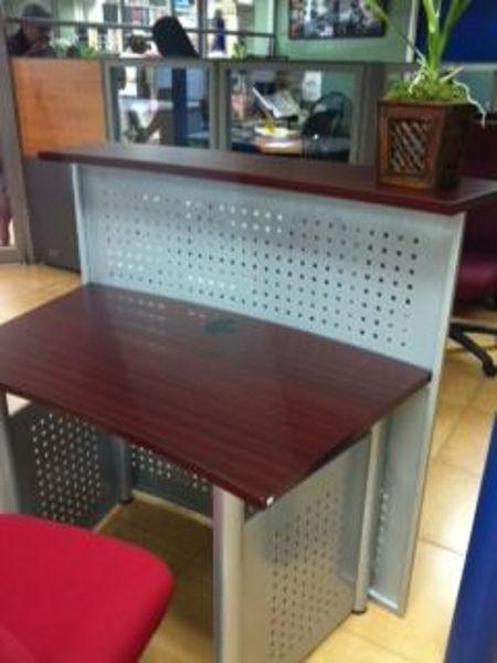 Hitop 47 x 12/27 Reception Desk